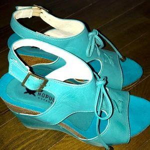 Wedge sandals NWOT Hopulse